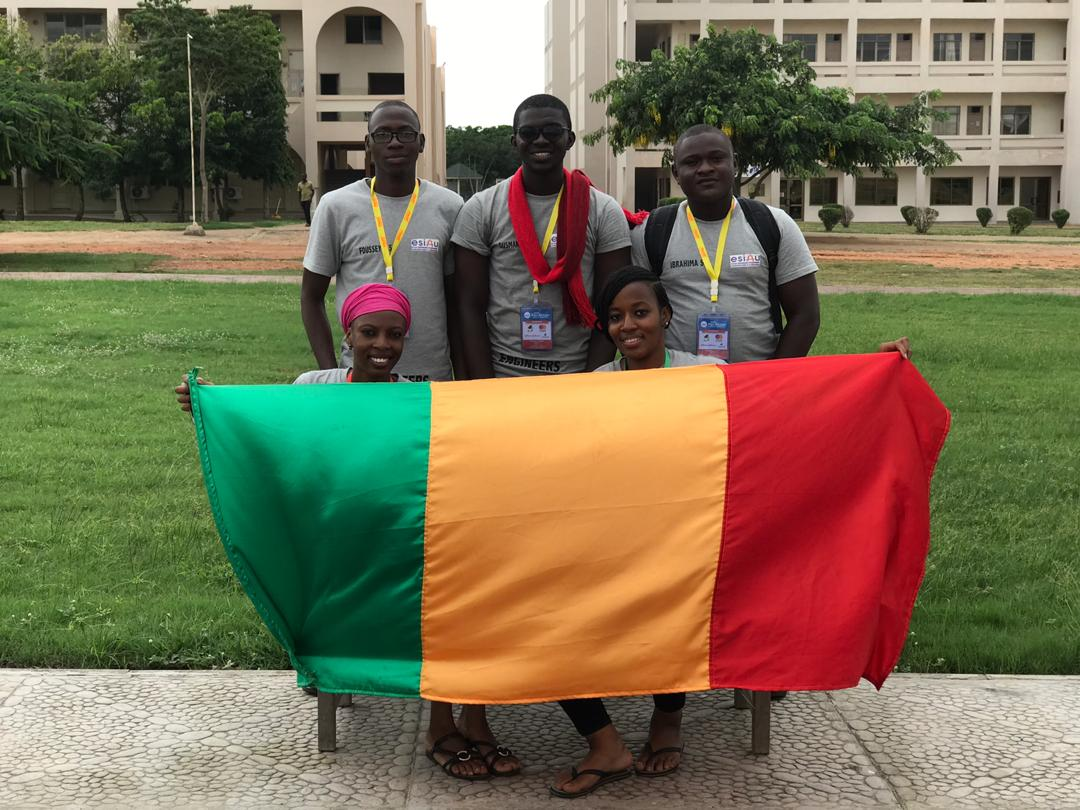 L'equipe ENGINEER du Mali remporte la deuxieme place a la competition Panafricaine de Robotique.